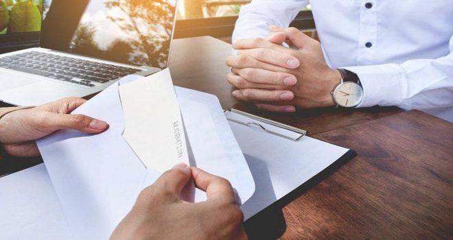 İstifa Dilekçesini Onaylayıp İşleme Koyan İşveren, İşçiden İhbar Tazminatı Talep Edebilir mi?